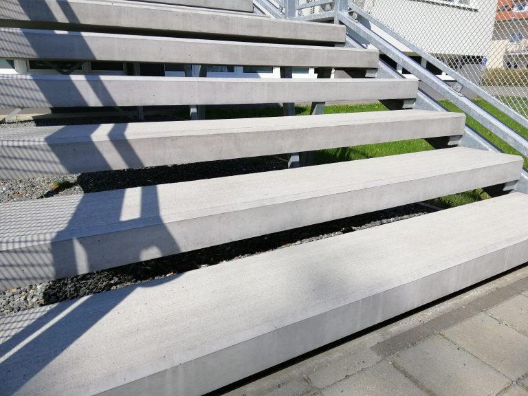 Poliklinika Třebíč - schodové nášlapy vyhřívané